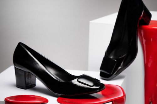 Estilos diferentes de sapatos para trabalhar