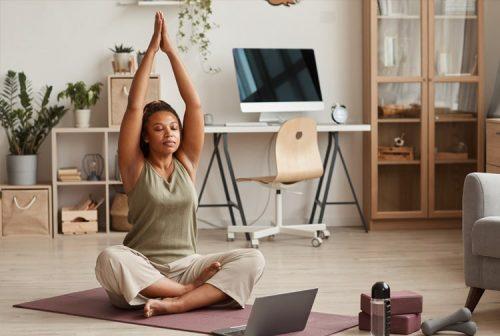 Dicas para quem quer começar a praticar yoga em casa