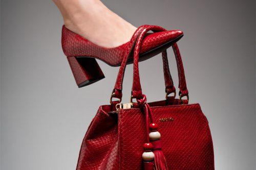 Como montar um look com scarpin vermelho incrível