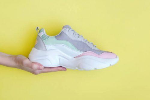 5 peças para você montar looks com chunky sneakers